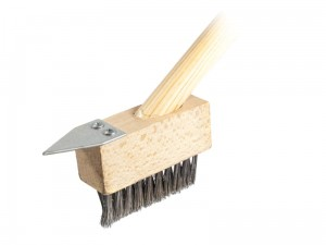Scraper brush for paving stones at Wasserman.eu
